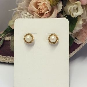 Vintage Gold tone & Faux Pearl earrings